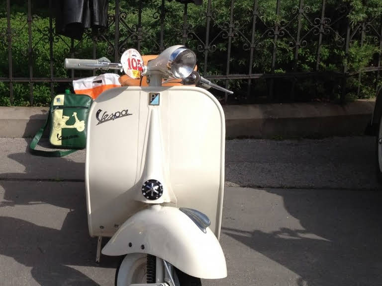 vespa acma paris for hire in kosice bookaclassic. Black Bedroom Furniture Sets. Home Design Ideas