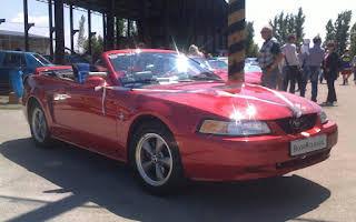 Ford Mustang Cabriolet Mustang Rent Banskobystrický kraj